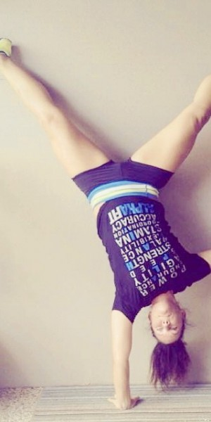 Porter one handed hand stand20140207194918